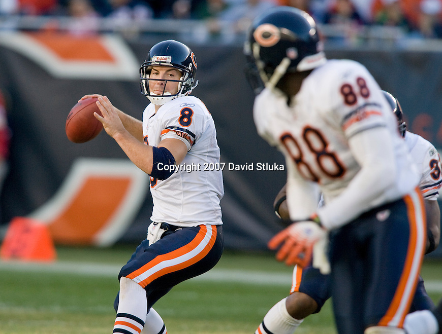 Quarterback Rex Grossman #8 of the Chicago Bears throws a pass to tight end Desmond Clark #88 during an NFL football game against the Kansas City Chiefs at Soldier Field on September 16, 2007 in Chicago, Illinois. The Bears beat the Chiefs 20-10. (Photo by David Stluka)