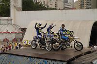 SÃO PAULO, SP - 22.09.2013 - VIRADA ESPORTIVA 2013 SÃO PAULO - Apresentação de motocross durante a virada esportiva, no Memorial da América Latina, zona oeste de São Paulo, a Virada Esportiva 2013 teve início neste sábado (21) e termina as 18hs desse domingo (22). (Foto: Marcelo Brammer/Brazil Photo Press)