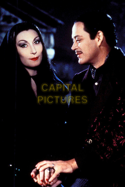 ANJELICA HUSTON & RAUL JULIA.in Addams Family Values.Filmstill - Editorial Use Only.Ref: 043.www.capitalpictures.com.sales@capitalpictures.com.Supplied by Capital Pictures
