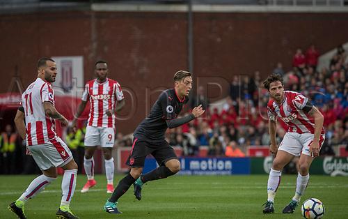 19th August 2017, bet365 Stadium, Stoke-on-Trent, England; EPL Premier League football, Stoke City versus Arsenal; Mesut Osil of Arsenal  tries to run through the Stoke defence
