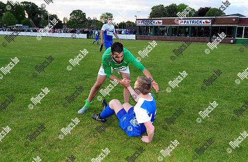 2015-05-20 / Voetbal / seizoen 2014-2015 / KVV Dosko viert de promotie, teleurstelling bij Bram Janssens van Vrijheid Herselt die recht geholpen wordt door Imad Kharichef<br /><br />Foto: Mpics.be