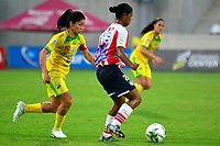 BARANQUILLA-COLOMBIA, 25-08-2019: Mónica Ramos de Atlético Junior y Fanny Gauto de Atlético Huila disputan el balón, durante partido entre Atlético Junior y Atlético Huila de ida de los cuartos de final por la Liga Femenina Águila 2019  jugado en el estadio Metropolitano Roberto Meléndez de la ciudad de Barranquilla. / Monica Ramos of Atlético Junior and Fanny Gauto of Atletico Huila figth for the ball, during a match between Atletico Junior and Atletico Huila of the first leg of the quarter finals for the 2019 Women's Aguila League played at the Metropolitanao Roberto Melendez in Barranquilla city. / Photo: VizzorImage / Alfonso Cervantes / Cont.