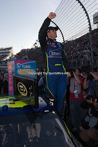Oct 19, 2008; 4:22:27 PM;  Martinsville, VA, USA; NASCAR Sprint Cup Series race at the Martinsville Speedway for the TUMS Quick Pak 500.  Mandatory Credit: (thesportswire.net)