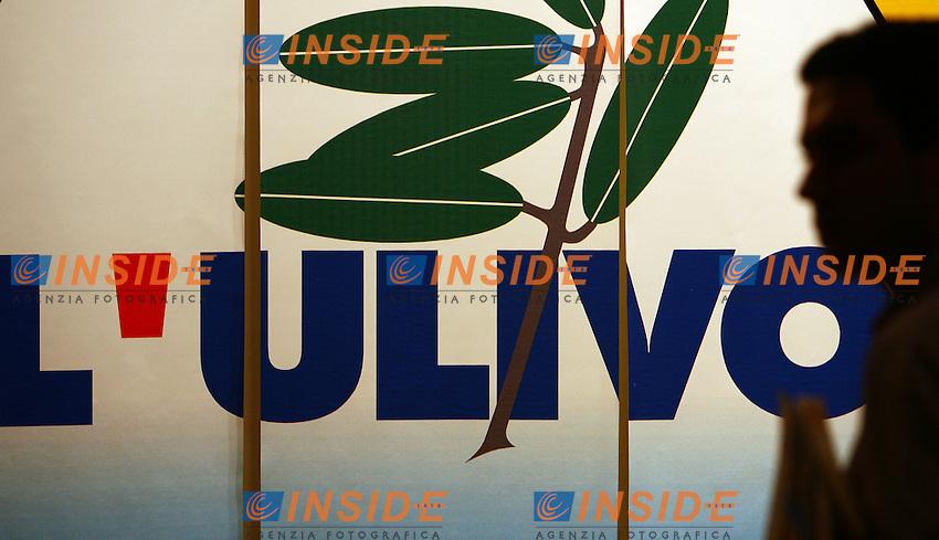 Roma 21/1/2006 Fiera di Roma. 2a Assemblea Nazionale dei Segretari delle Sezioni dei Democratici di sinistra.<br /> Il simbolo dell'ulivo su una tenda<br /> Photo Andrea Staccioli Insidefoto