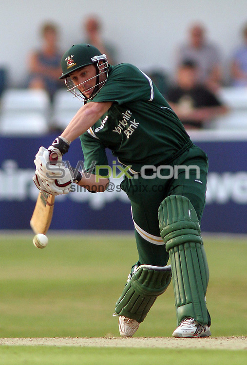 PICTURE BY VAUGHN RIDLEY/SWPIX.COM -  Cricket - Twenty20 Cup - Yorkshire v Nottinghamshire - Headingley, Leeds, England - 05/07/06...? Simon Wilkinson - 07811 267706...Nottinghamshire's David Hussey adds a couple runs at the end of the match.