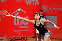 BOGOTA -COLOMBIA - 13-04-2014: Caroline Garcia de Francia, devuelve la bola a Jelena Jankovic de Serbia en partido por la final de la Copa Open Claro Colsanitas 2014, durante partido en el Club Campestre El rancho de la ciudad de Bogota.  / Caroline Garcia of France returns the ball to Jelena Jankovic in the final match of the Open Claro Colsanitas Tennis Cup 2014, in the Club Campestre El Rancho in Bogota cityPhoto: VizzorImage / Luis Emiro Mejia / Open Claro Colsanitas
