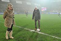 KV KORTRIJK - KSC LOKEREN :<br /> Beelden voor de aftrap met de matchbalschenkers<br /> <br /> Foto VDB / Bart Vandenbroucke