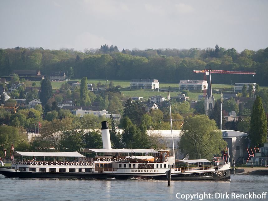 Schaufelraddampfer Hohentwiel vor Konstanzer Hafen, Baden-W&uuml;rttemberg, Deutschland, Europa<br /> paddlesteamer Hohentwiel, port of  Constance, Baden-W&uuml;rttemberg, Germany, Europe
