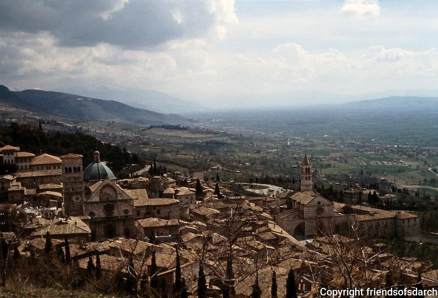 Italy: Assisi--panorama. Photo '85.