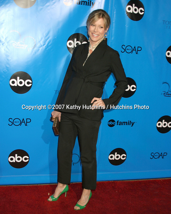 Julie Bowen.ABC Television Critics Association Press Tour Party.Ritz-Carlton Hotel.Pasadena   CA.January 14, 2007.©2007 Kathy Hutchins / Hutchins Photo.