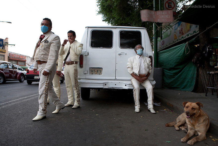 27 April 2009 - Mexico City, Mexico - Mariachis wear surgical masks to protect themselves from the swine Flu in Mexico City. The mariachis have less work as Mexicans stay in their house. Most social activities have come to a stop. Photo credit: Benedicte Desrus / Sipa Press