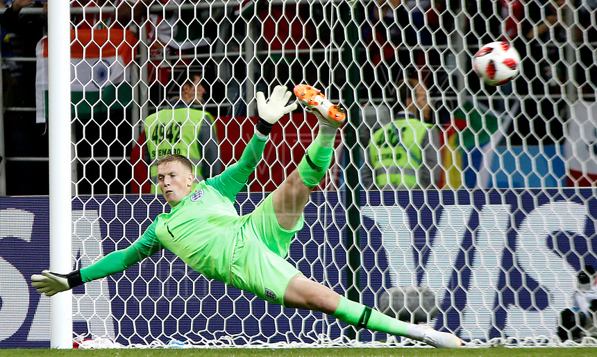 MOSCU - RUSIA, 03-07-2018: Jordan PICKFORD arquero de Inglaterra en acción en la tanda de penales definitorios durante partido de octavos de final entre Colombia y Inglaterra por la Copa Mundial de la FIFA Rusia 2018 jugado en el estadio del Spartak en Moscú, Rusia. / Jordan PICKFORD, goalkeeper of England, in action in the penalty shoot out during the match between Colombia and England of the round of 16 for the FIFA World Cup Russia 2018 played at Spartak stadium in Moscow, Russia. Photo: VizzorImage / Julian Medina / Cont