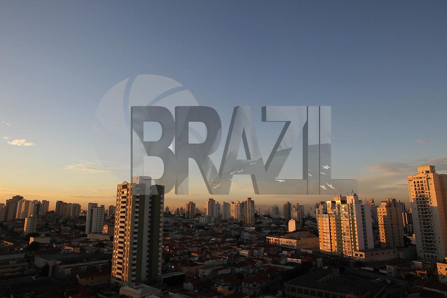 SAO PAULO, SP, 20-03-2014, INICIO OUTONO. Começa nessa quinta-feira (20) as 13:57hs o outono, em São Paulo o dia amanheceu com poucas nuvens na região da Mooca, zona leste da capital paulista.        Luiz Guarnieri/ Brazil Photo Press.