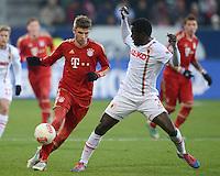 FUSSBALL   1. BUNDESLIGA  SAISON 2012/2013   16. Spieltag FC Augsburg - FC Bayern Muenchen         08.12.2012 Thomas Mueller (li, FC Bayern Muenchen) gegen Gibril Sankoh (FC Augsburg)