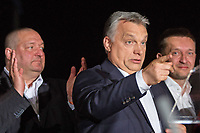 UNGARN, 08.04.2018, Budapest IX. Bezirk. Wahlabend der Parlamentswahl: Die Regierungspartei Fidesz feiert den ueberwaeltigenden Sieg von Viktor Orb&aacute;n (Mitte), hier mit Szil&aacute;rd N&eacute;meth und Antal Rog&aacute;n. | Parliamentary election night: The governing party Fidesz celebrating an overwhelming victory for Viktor Orban (centre), here with Szilard Nemeth and Antal Rogan.<br /> &copy; Szilard Voros/estost.net