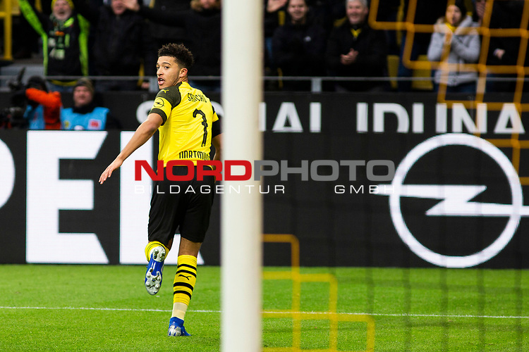 09.02.2019, Signal Iduna Park, Dortmund, GER, 1.FBL, Borussia Dortmund vs TSG 1899 Hoffenheim, DFL REGULATIONS PROHIBIT ANY USE OF PHOTOGRAPHS AS IMAGE SEQUENCES AND/OR QUASI-VIDEO<br /> <br /> im Bild | picture shows:<br /> Jadon Sancho (Borussia Dortmund #7) dreht zum Jubel ab,  <br /> <br /> Foto &copy; nordphoto / Rauch