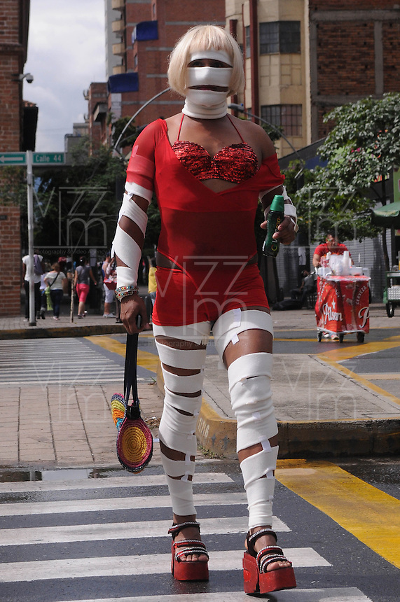 MEDELLÍN -COLOMBIA-30-06-2013. El Día Internacional del Orgullo LGBT (Lesbiana, Gay, Bisexual y Transgénero), también conocido como Día Internacional del Orgullo Gay, es una serie de eventos que cada año los colectivos homosexuales celebran de forma pública para instar por la tolerancia y la igualdad de los gays, lesbianas, bisexuales y transexuales. En la imagen aspecto del Gay Parade en Medellín, Colombia./ The LGBT Pride Day (Lesbian, Gay, Bisexual and Transgender), also known as Gay Pride Day, is a series of events each year celebrating gay groups publicly urging for tolerance and equality gay, lesbian, bisexual and transgender. In the picture aspect of Gay parade in Medellin, Colombia.  Photo:VizzorImage/Luis Ríos/STR