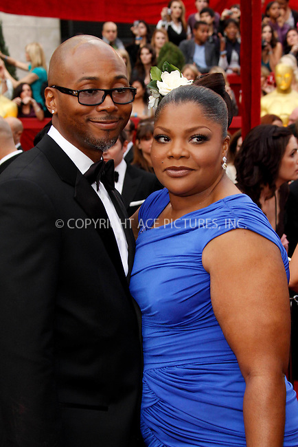 WWW.ACEPIXS.COM . . . . .  ....March 7 2010, Hollywood, CA....Actress Mo'Nique and husband Sidney Hicks at the 82nd Annual Academy Awards held at Kodak Theatre on March 7, 2010 in Hollywood, California.....Please byline: Z10-ACE PICTURES... . . . .  ....Ace Pictures, Inc:  ..Tel: (212) 243-8787..e-mail: info@acepixs.com..web: http://www.acepixs.com