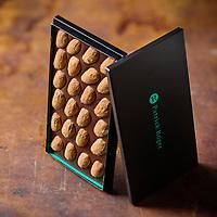 France, Paris (75), Tablette de Chocolat de  Patrick Roger Chocolatier Meilleur Ouvrier de France - Stylisme : Valérie LHOMME  //  France, Paris Patrick Roger, chocolate tablet
