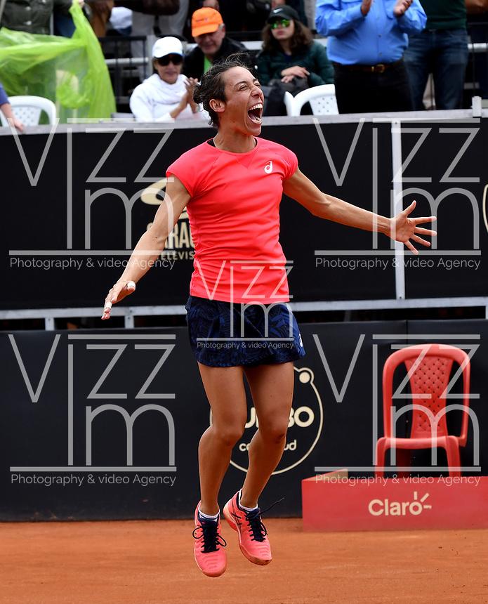 BOGOTA - COLOMBIA – 15 – 04 - 2017: Francesca Schiavone de Italia, celebra la victoria sobre Lara Arruabarrena de España, durante partido por el Claro Colsanitas WTA, que se realiza en el Club Los Lagartos de la ciudad de Bogota. / Francesca Schiavone from Italy, celebrates a the victory over Lara Arruabarrena From Spain, during a match for the WTA Claro Colsanitas, which takes place at Los Lagartos Club in Bogota city. Photo: VizzorImage / Luis Ramirez / Staff.