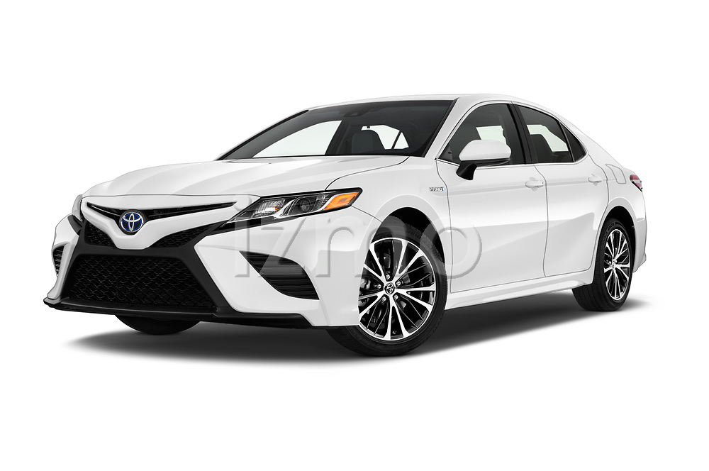Stock pictures of low aggressive front three quarter view of a 2019 Toyota Camry Hybrid SE 4 Door Sedan