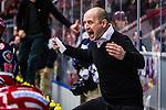 S&ouml;dert&auml;lje 2013-12-12 Ishockey Hockeyallsvenskan S&ouml;dert&auml;lje SK - Mora IK :  <br /> S&ouml;dert&auml;lje tr&auml;nare Anders S&ouml;rensen reagerar<br /> (Foto: Kenta J&ouml;nsson) Nyckelord:  portr&auml;tt portrait arg f&ouml;rbannad ilsk ilsken sur tjurig angry tr&auml;nare manager coach