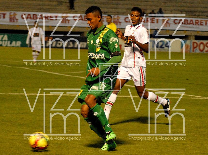 TUNJA - COLOMBIA -09-04-2014: Luis Nuñez (Der.) jugador de Patriotas FC, disputa el balón con Leonardo Villagra (Der.) jugador de La Equidad durante partido Patriotas FC y La Equidad por la fecha 16 por la Liga de la Liga Postobon I 2014 en el estadio La Independencia en la ciudad de Tunja. /  Luis Nuñez (R) of Patriotas FC figths the ball with Leonardo Villagra (L), of La Equidad during a match Patriotas FC and La Equidad for the date 16th of the Liga de Postobon I 2014 at the La Independencia stadium in Tunja  city. Photo: VizzorImage  / Jose M. Palencia / Str. (Best quality available)