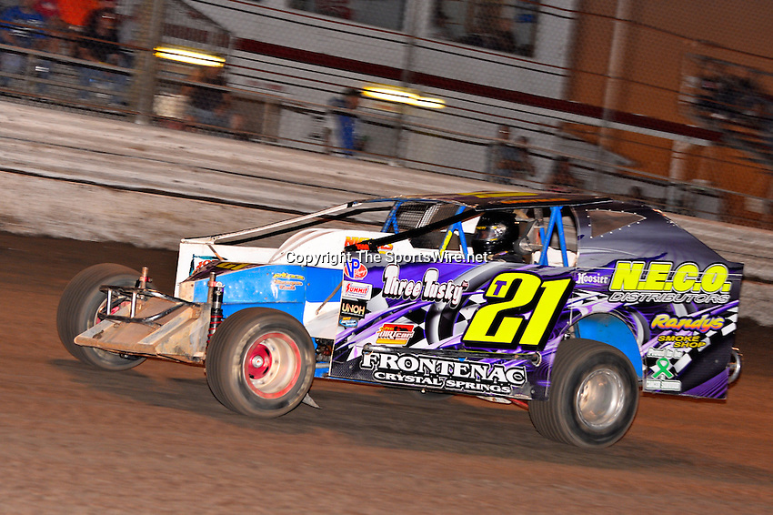 Feb 20, 2014; 6:39:44 PM;  Barberville, FL, USA;  Super DIRT car Series Big Block Modifieds presented by Summit Racing Equipment at Volusia Speedway Park.  Mandatory Credit: (thesportswire.net)