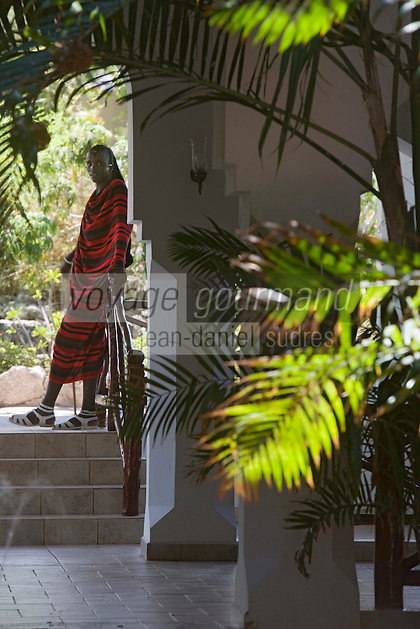 Afrique/Afrique de l'Est/Tanzanie/Zanzibar/Ile Unguja/Kiwenga: Hotel Bluebay Beach Resort le guerrier Massaî qui veille sur l'entrée