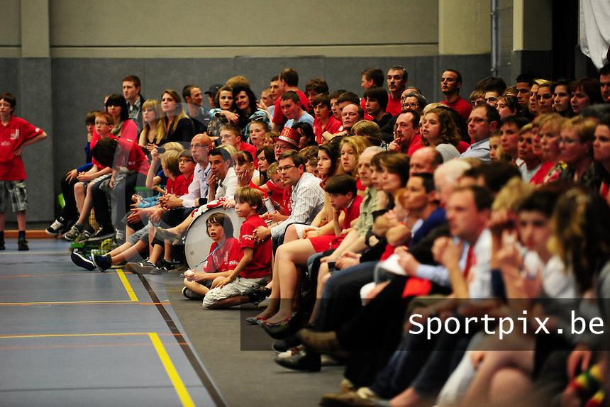 BBC Izegem Kampioen : veel volk opgedaagd voor de kampioenenviering.foto VDB / BART VANDENBROUCKE