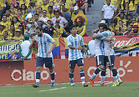 BARRANQUILLA - COLOMBIA - 17-11-2015: Jugadores de Argentina celebran después de anotar un gol a Colombia durante partido válido por la clasificación a la Copa Mundo FIFA 2018 Rusia jugado en el estadio Metropolitano Roberto Melendez en Barranquilla. / Players of Argentina celebrate after scoring a goal to Colombia during match valid for the 2018 FIFA World Cup Russia Qualifiers played at Metropolitan stadium Roberto Melendez in Barranquilla. Photo: VizzorImage / Gabriel Aponte / Staff