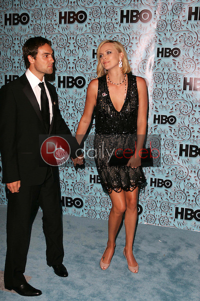 Stuart Townsend and Charlize Theron<br />At the HBO Emmy After Party. Pacific Design Center,Los Angeles, CA. 09-18-05<br />Dave Edwards/DailyCeleb.Com 818-249-4998