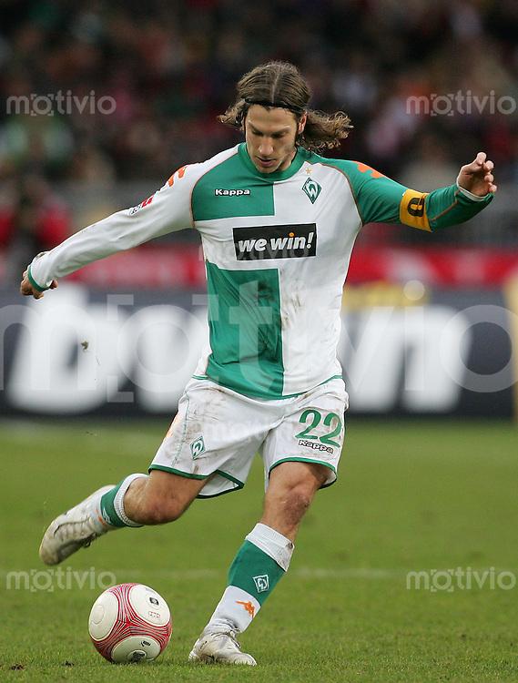 Fussball Bundesliga VFB Stuttgart - SV Werder Bremen Torsten FRINGS (Werder), Einzelaktion am Ball.