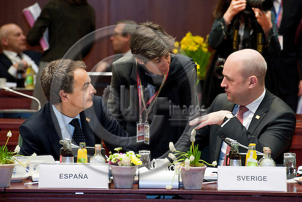 Brussels-Belgium - March 25, 2011 -- 2nd day of the European Council, EU-summit with Heads of State / Government; here, José Luis Rodríguez ZAPATERO (Jose, Rodriguez) (le), Prime Minister of Spain, with Fredrik REINFELDT (ri), Prime Minister of Sweden -- Photo: Horst Wagner / eup-images