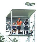 AMSTELVEEN - Neth. -  Bondscoach Max Caldas bekijkt de wedstrijd vanaf de videotoren  tijdens de interland wedstrijd tussen de mannen van Nederland en Frankrijk (8-1), ter voorbereiding van het EK . COPYRIGHT KOEN SUYK