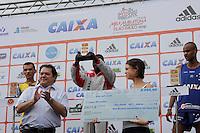 SAO PAULO, SP, 04 DE MARCO DE 2012 - MEIA MARATONA INTERNACIONAL DE SAO PAULO - Joseph Kashapin Aperumoi atleta do Quenia recebe trofeu apos vencer a prova masculina durante a largada da Meia Maratona Internacional de Sao Paulo, na Praca Charles Muller, na manha deste domingo, 04. FOTO WARLEY LEITE - BRAZIL PHOTO PRESS.
