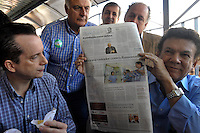SÃO PAULO, SP, 26 DE AGOSTO DE 2012 - ELEIÇÕES 2012 - CELSO RUSSOMANO: O candidato do PRB a prefeitura de São Paulo Celso Russomano realizou na manhã deste domingo (26) uma visita ao comércio do Jardim Orly, zona sul da capital. FOTO: LEVI BIANCO - BRAZIL PHOTO PRESS