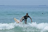 SAO SEBASTIAO, SP, 25 DEZEMBRO 2012 - Banhistas aproveitam dia de sol na praia de Maresias, Sao Sebastiao, litoral norte de Sao Paulo, no inicio da tarde desta terca feira, 25.. (FOTO: ALEXANDRE MOREIRA / BRAZIL PHOTO PRESS).