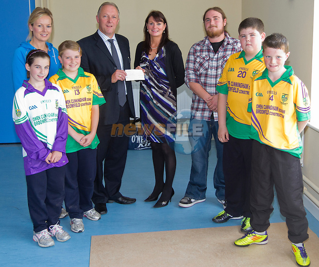 Owen Cunningham and Jason Reilly presenting the cheque..Picture: Shane Maguire / www.newsfile.ie.
