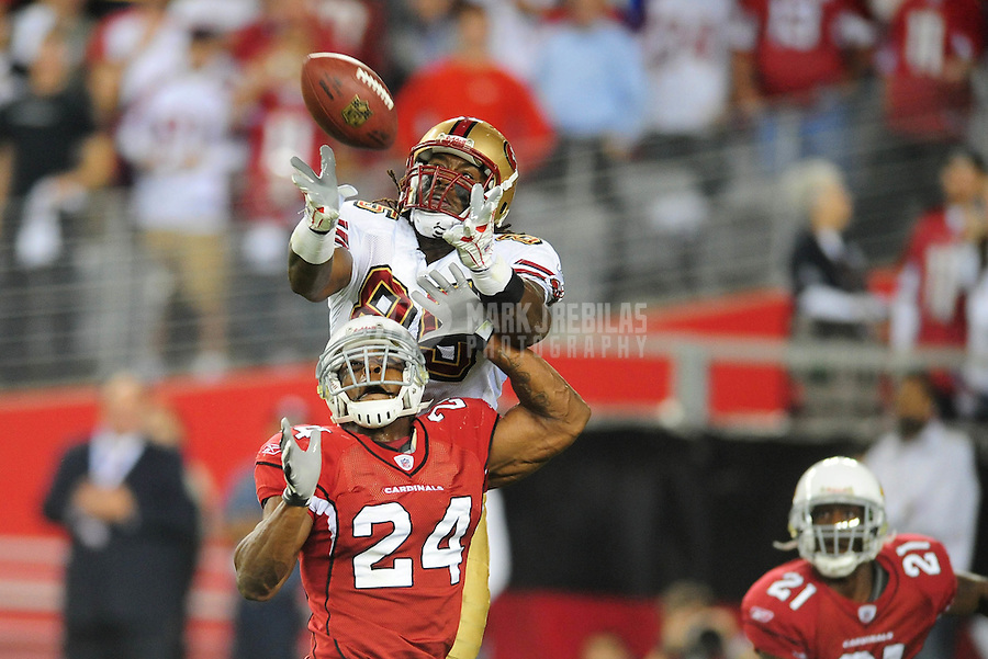 Nov. 10, 2008; Glendale, AZ, USA; San Francisco 49ers tight end Vernon Davis catches a pass for a touchdown in the second quarter against the Arizona Cardinals at University of Phoenix Stadium. Mandatory Credit: Mark J. Rebilas-