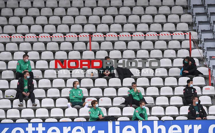 FussballFussball: agnph001:  1. Bundesliga Saison 2019/2020 27. Spieltag 23.05.2020<br />SC Freiburg - SV Werder Bremen<br />Die Ersatzspieler des SV Werder Bremen sitzen mit Abstand auf der Tribuehne.<br />FOTO: Markus Ulmer/Pressefoto Ulmer/ /Pool/gumzmedia/nordphoto<br /><br />Nur fŸr journalistische Zwecke! Only for editorial use! <br />No commercial usage!