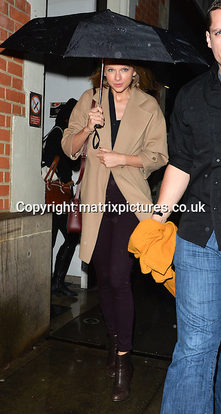 EXCLUSIVE PICTURE: PALACE LEE / MATRIXPICTURES.CO.UK<br /> PLEASE CREDIT ALL USES<br /> <br /> WORLD RIGHTS<br /> <br /> American singer-songwriter Taylor Swift is pictured as she arrives at London Luton Airport. <br /> <br /> Earlier on in the evening, the 25 year old attended The BRIT Awards 2015, where she opened the show with a performance of her hit single Blank Space. <br /> <br /> FEBRUARY 25th 2015<br /> <br /> REF: LTN 15639