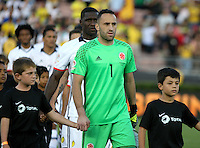 PASADENA - UNITED STATES, 07-06-2016: David Ospina arquero de Colombia (COL) ingresa al campo de juego para los actos protocolarios previo al encuentro del grupo A, fecha 2, con Paraguay (PAR) por la Copa América Centenario USA 2016 jugado en el estadio Rose Bowl en Pasadena, California, USA. /  David Ospina goalkeeper of Colombia (COL) goes inside the field to participate on the formal events prior a match of the group A date 2 against Paraguay (PAR)  for the Copa América Centenario USA 2016 played at Rose Bowl stadium in Pasadena, California, USA. Photo: VizzorImage/ Luis Alvarez /Str