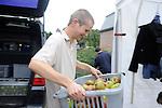 Une entreprise rentable. De septembre à Novembre, la fabrique de jus de pomme s'ouvre. Les gens de la région apportent leurs pommes et le centre s'occupe de presser, pasteuriser et de mettre en bouteille.