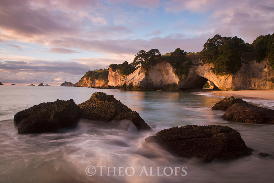 Cathedral Cove, view towards famous rock arch, Coromandel Peninsula, North Island, New Zealand