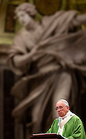 Papa Francesco celebra la messa di ringraziamento per la canonizzazione equipollente dei due santi canadesi Francesco de Laval e Maria dell'Incarnazione Guyart Martin, nella Basilica di San Pietro, Citta' del Vaticano, 12 ottobre 2014.<br />