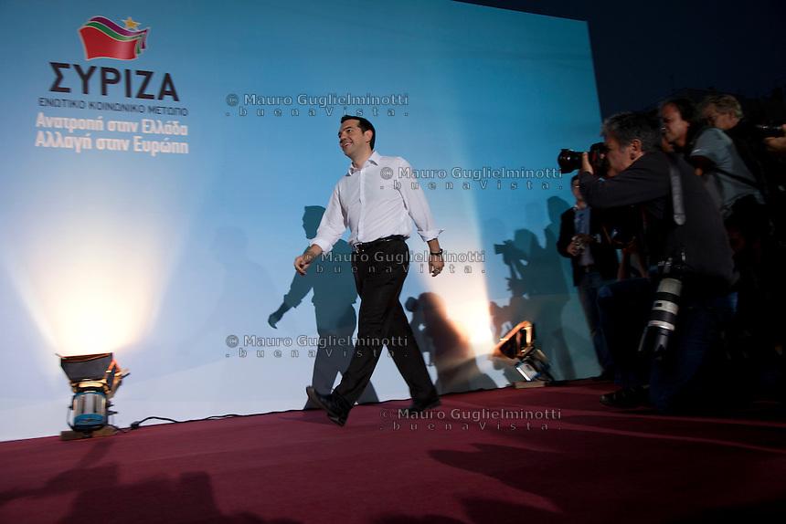 Elezioni in Grecia. Manifestazione finale di Syriza prima delle elezioni legislative, 14 giugno a Atene in piazza Omonia. Il leader del partito Alexis Tsipras entra in scena sul palco.