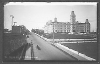 Quartier Saint-Jean-Baptiste - Angle Grande Allee Est et l'Avenue Honore-Mercier - Parlement de Quebec <br /> <br /> PHOTO : studio Livernois