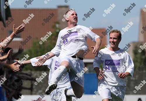 2010-05-23 / Voetbal / Ternesse - Gooreind / Gooreind viert een doelpunt..Foto: mpics