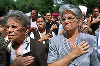 (990702-SWR01.jpg) New York, NY -- 2JULY99 -- 500 New American Citizens raise their right hands in an oath and Pledge of Allegiance for the first time at a massive naturalization ceremony at Central Park's  Nuremburg Bandshell. Honorable Harold Baer, jr.US District Court Judge for the Southern District of New York  State, who presided over the ceremony, noted it was the last Independence Day of the century
